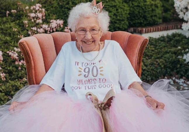 Ela ganhou no seu aniversário de 90 anos a festa de princesa dos seus sonhos