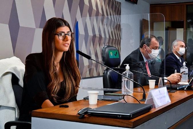 Mia Khalifa posta foto na CPI em brincadeira que constrange alguns senadores