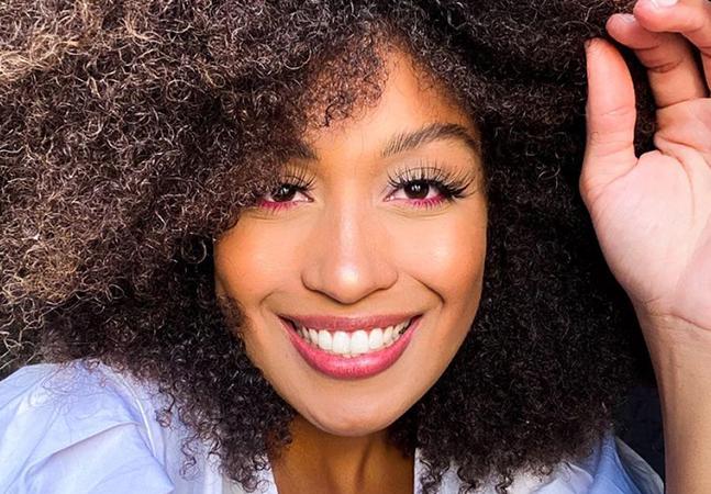 Modelo alvo de racismo ouviu ofensas sobre cabelo: 'Não dá pra colocar chapéu'