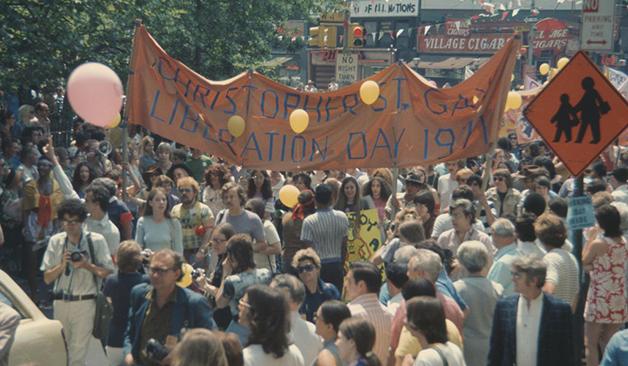 A parada da Christopher Street Gay Liberation Day marchando por Nova York em 1971