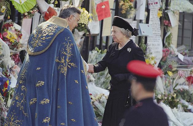 A monarca no funeral da Princesa Diana, em 1997