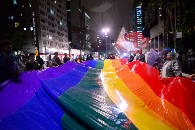 LGBTQIA+: no mês do orgulho (e o ano todo) apoie ONGs que fazem a diferença