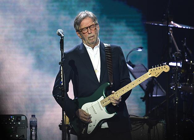 Clapton se apresentando na arena 02 em 2020