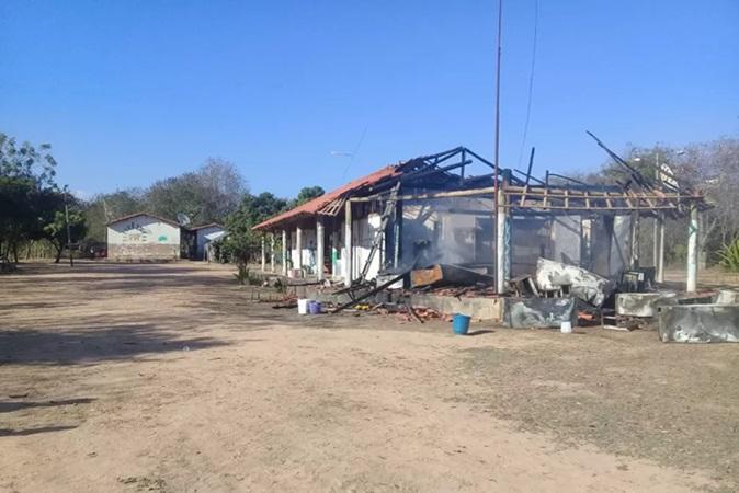 Povo Xakriabá teve escola e casa de medicina tradicional destruídas; suspeita é de incêndio criminoso