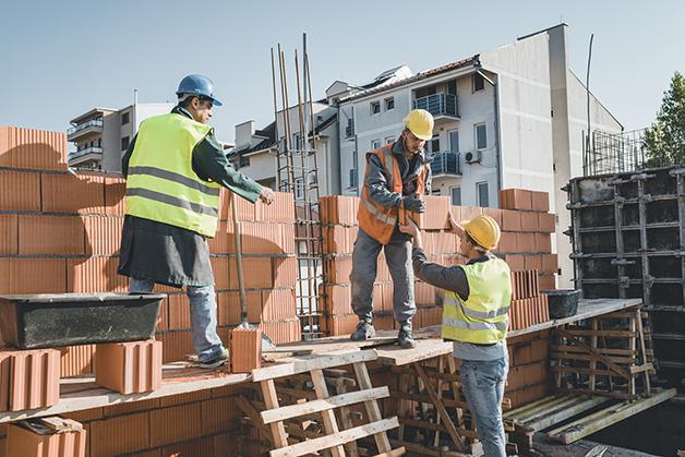 Operários da construção civil são o grupo com mais óbitos pela Covid-19