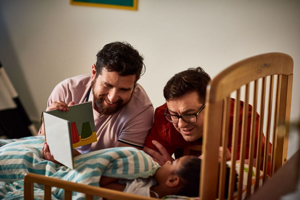 Livro LGBT para crianças debate diversidade de forma lúdica
