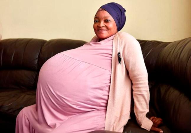 Mulher dá à luz 10 bebês em parto que surpreendeu médicos