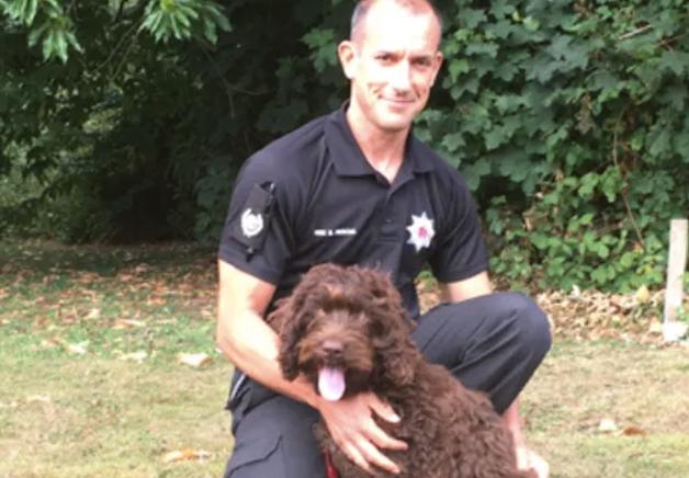 Digby, celebrado como herói pelos bombeiros de Devon