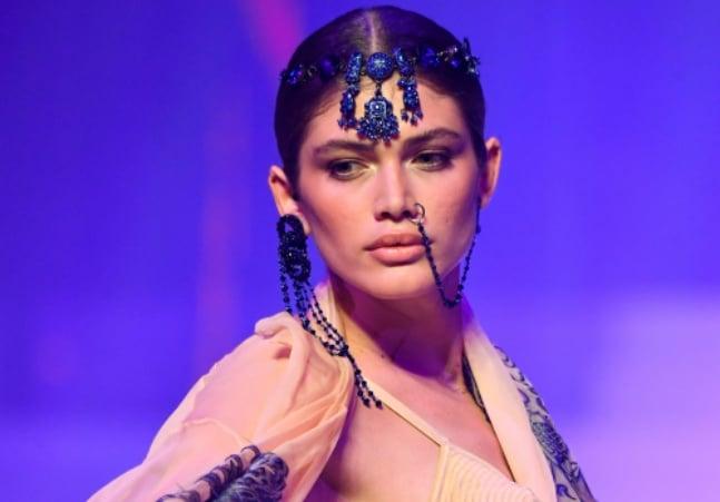 Victoria's Secret encerra desfile de 'angels' e forma comitê com modelo trans brasileira