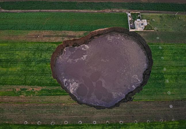México chama atenção do mundo por cratera gigante que não para de crescer