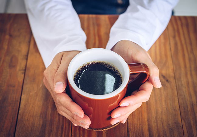 Café é associado à redução do risco de doenças do fígado, Parkinson, e até suicídio segundo estudos