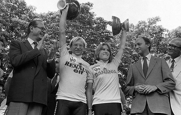 Marianne Martin e Laurent Fignon no pódio do Tour de France em 1984