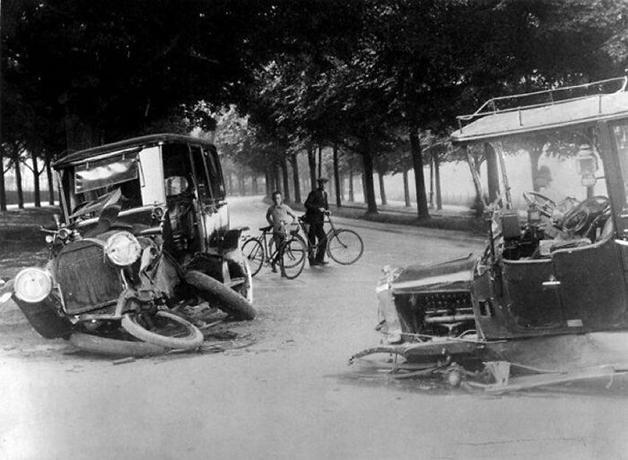 Foto de um acidente de trânsito na Holanda em 1914