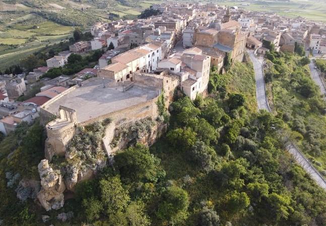 Itália repete dose e coloca casas à venda por 2 euros