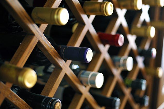 Filha faz sangria com vinho de R$ 18 mil guardado há 17 anos pelo pai