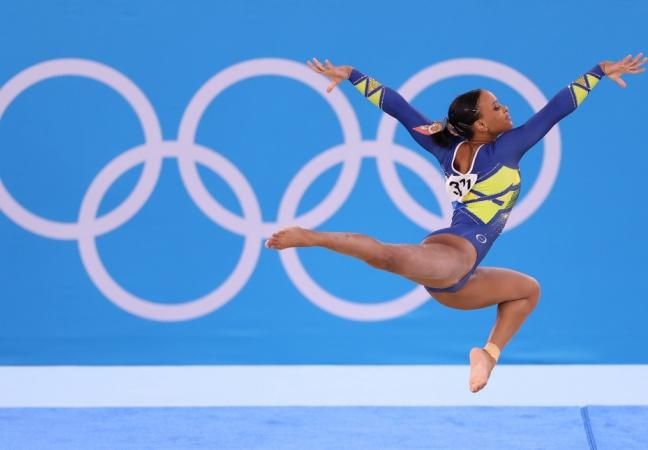 Rebeca Andrade vence 1ªmedalha olímpica da ginástica feminina com 'Baile de Favela' e celebra mulher negra