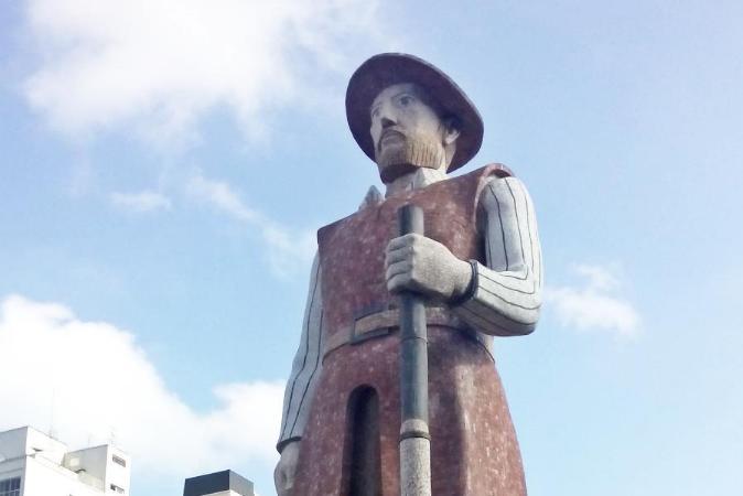 Borba Gato, com estátua incendiada em SP, comandou genocídio contra indígenas e escravizou negros
