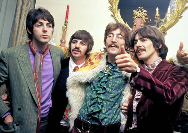 Os Beatles em 1967, na festa de lançamento de Sgt. Pepper's
