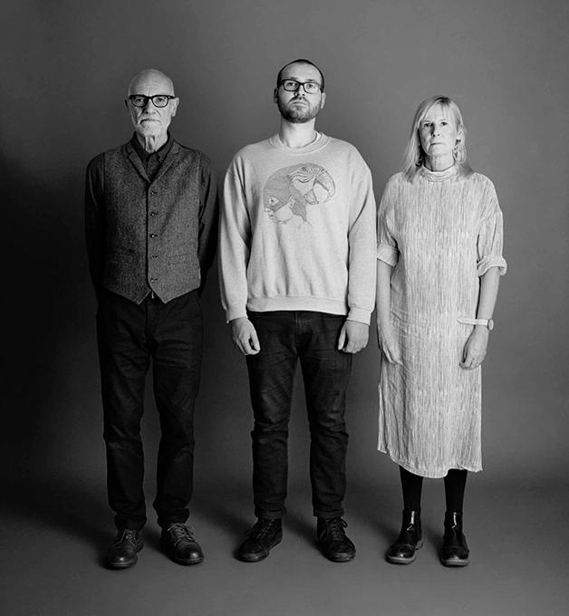 Na foto de 2018, Frank e Sue com 63 e Eddie com 27 anos