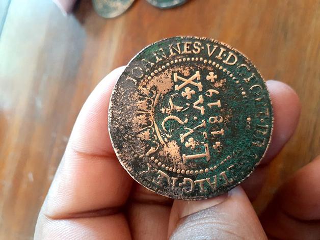 As moedas datam de 1819 em sua face
