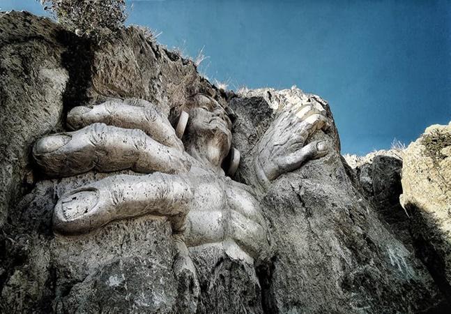 'Morada dos Deuses': escultor transforma ruínas em arte no Peru