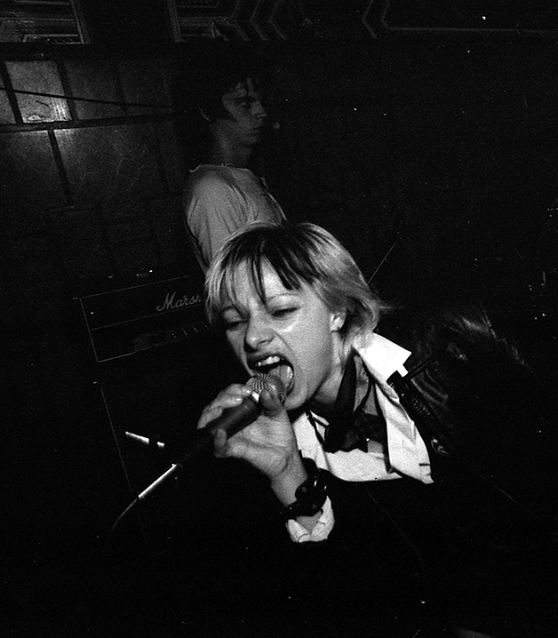DeDe Troit, da banda UXA, no Hong Kong em 1979