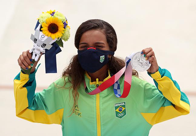 Fadinha leva medalha de prata nas Olimpíadas de Tóquio e dá recado para meninas do skate