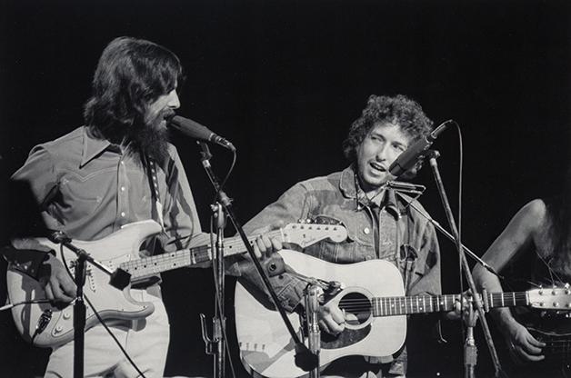 George Harrison e Bob Dylan durante o Concert for Bangladesh