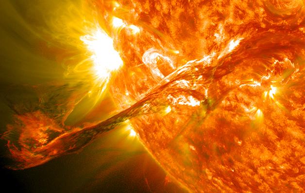 As explosões e erupções são recorrentes na superfície solar