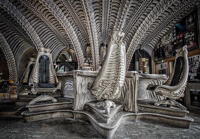 Alien: museu e bar celebram em castelo na Suíça o trabalho do artista por trás da estética do clássico sci-fi