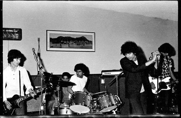Withdrawl, conhecida como a melhor banda de Sacramento à época, tocando no Kin's Coloma em 1981