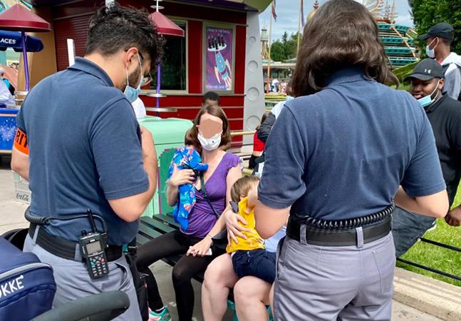 Disney impede mulher de amamentar em público para 'não chocar clientes estrangeiros'