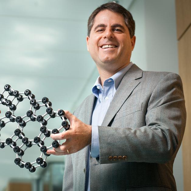 O professor David Muller, da Universidade Cornell