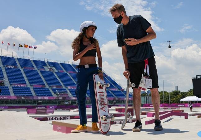 Fadinha e Tony Hawk: a relação entre 'Tonynho' e a medalhista olímpica de 13 anos