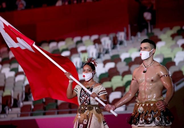 'Besuntado de Tonga' reaparece nas Olimpíadas e web se pergunta sobre álcool gel no corpo