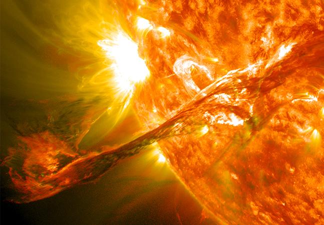 Sol registra erupção intensa e explosão capaz de afetar comunicações na Terra