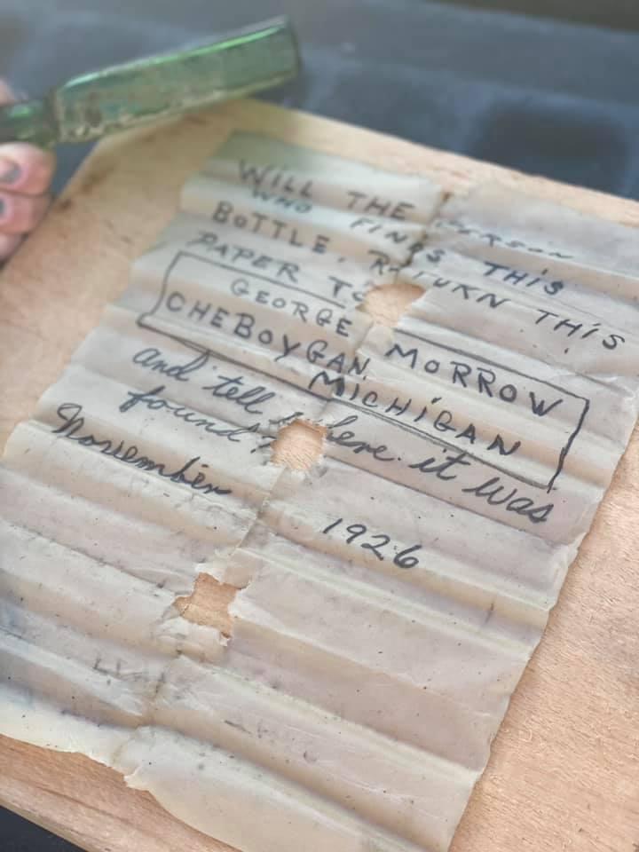 Capitã encontra carta de 95 anos mergulhando em Michigan