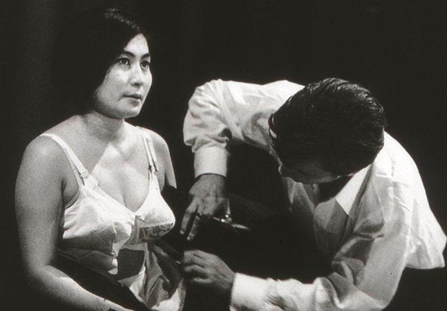 Fluxus, o grupo do qual fez parte Yoko Ono e que desafiou nos anos 1960 os parâmetros do que a arte pode ser