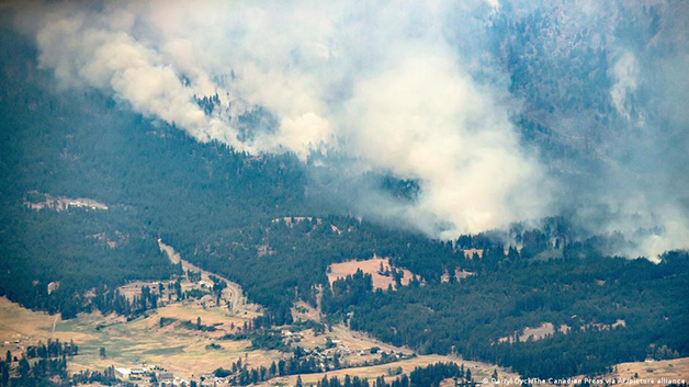 Os incêndios na Columbia Britânica podem ser vistos à distância
