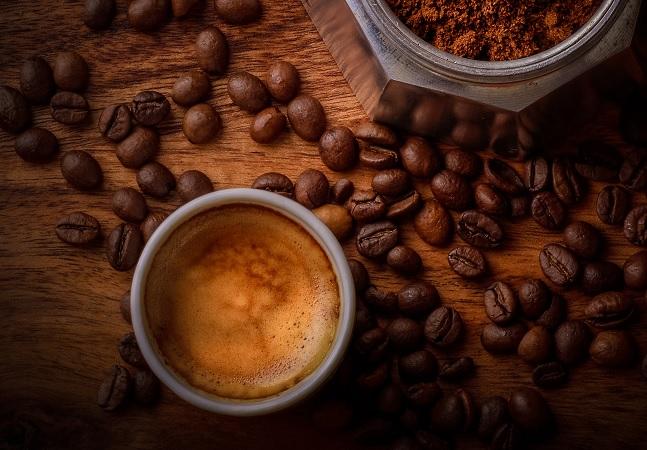 Consumo alto de café está associado a maior risco de demência, diz estudo