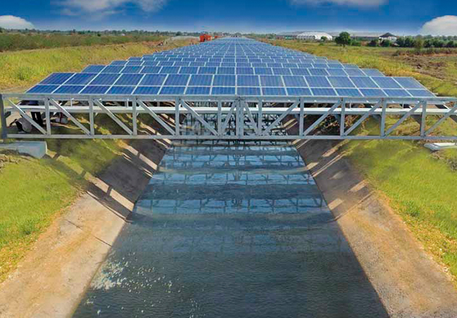 Painéis solares flutuantes podem impedir água de evaporar