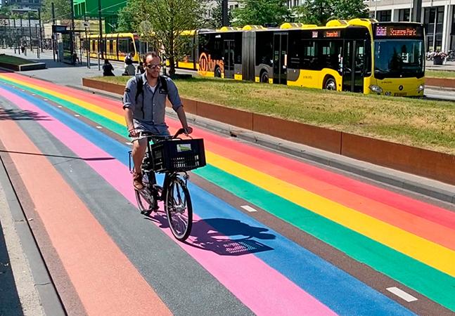 Maior ciclovia arco-íris do mundo é inaugurada em cidade holandesa