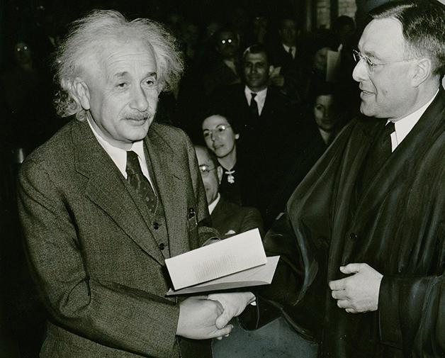 O físico alemão Albert Einstein
