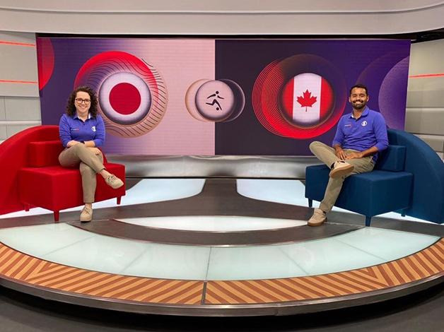 A narradora Natalia Lara junto do comentarista Conrado Santana