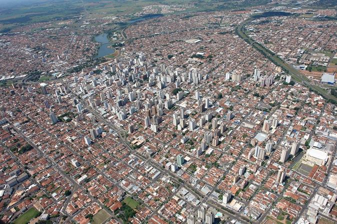Rio Preto modifica arquitetura da cidade com medida higienista contra moradores de rua