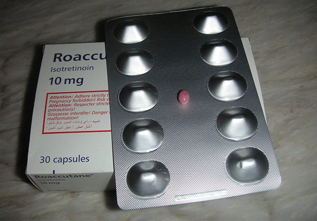 Roacutan viraliza em papos sobre acne; médicos alertam sobre perigos do remédio