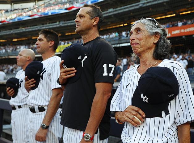 Gwen Goldman iniciando a partida dos Yankees