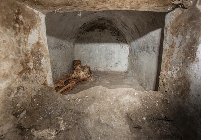 Esqueleto de ex-escravo achado na antiga Pompeia dá pistas sobre vida antes de erupção do Vesúvio