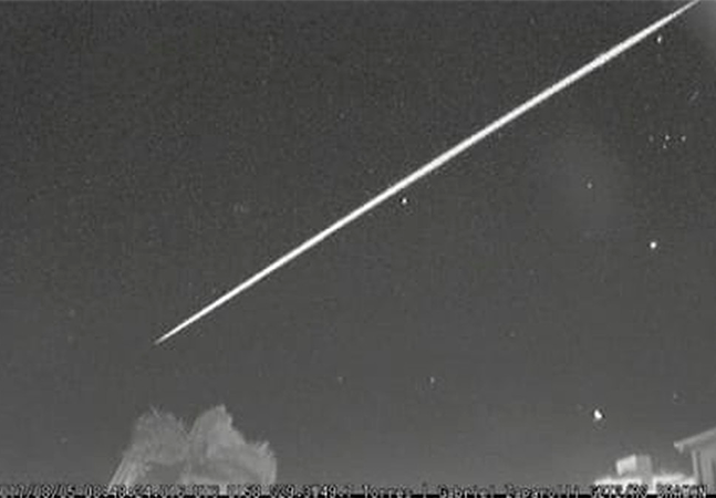Meteoro rasga céu de SC e atinge velocidade de 200 mil km/h em 3 segundos; veja vídeo