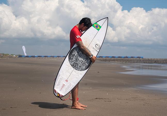 Gabriel Medina fica fora de tapa do surfe por não ter se vacinado contra a covid-19
